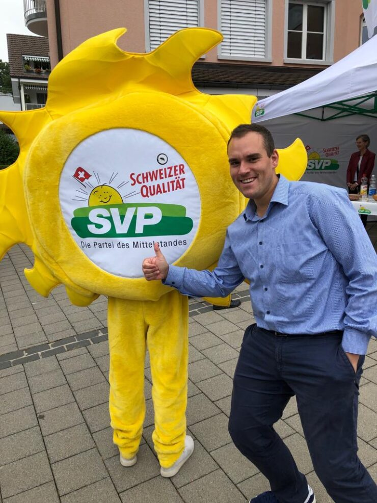 Marco Frauenknecht, Politiker der SVP Kriens, Kanton Luzern, mit SVP-Sonne